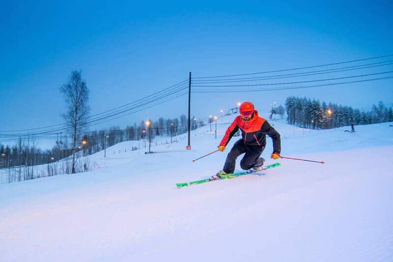 Sveitsin hiihtokeskus liittyy POWin yhteistyökumppanien rintamaan